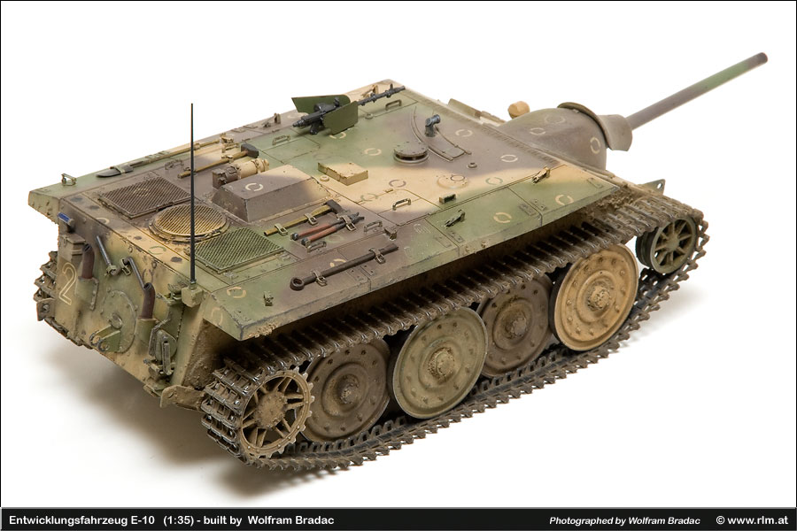 Paper Tiger - Development vehicle E-10 by Trumpeter